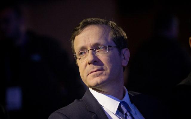 Issac Herzog, chef de l'opposition et député de l'Union sioniste, le 28 mars 2016. (Crédit : Miriam Alster/Flash90)