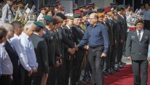 Le ministre sortant de la Défense et membre du Likud, Moshe Yaalon pendant une cérémonie de départ à la Kyria, le quartier général de l'armée israélienne à Tel Aviv, le 22 mai 2016. (Crédit : Miriam Alster/Flash90)