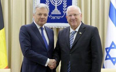 Le président Reuven Rivlin a rencontré le ministre des Affaires étrangères belge, Didier Reynders. (Crédit : Mark Neiman)