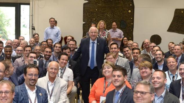 Le président Rivlin recevait les leaders juifs de la communauté LGBT, le 31 mai 2016 (Crédit : Mark Neiman / GPO)