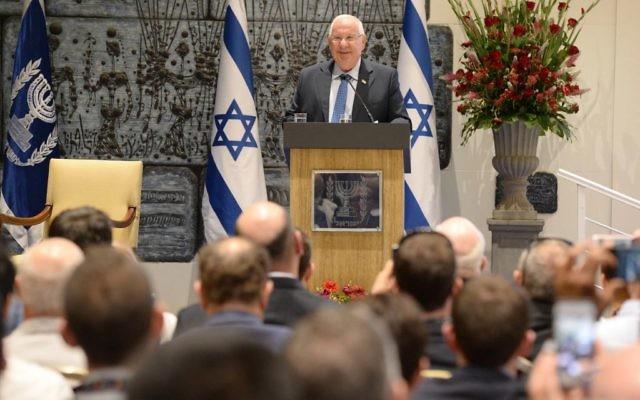 Le président Rivlin recevait les leaders juifs de la communauté LGBT américaine, le 31 mai 2016 (Crédit : Mark Neiman / GPO)