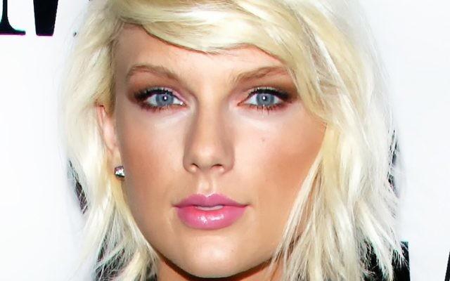 Taylor Swift lors des 64e BMI Pop Awards à l'hôtel Quatre Saisons de Beverly Wilshire à Beverly Hills, Californie, le 10 mai 2016 (Crédit : Mark Davis/Getty Images via JTA)