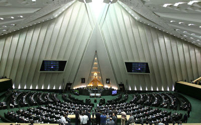 Le parlement iranien. Illustration. (Crédit : CC BY SA 4.0/Wikimedia Commons)