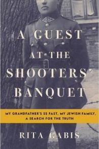 """La couverture d' """"Une invitée au banquet des tueurs : le passé SS de mon grand-père, ma famille juive, une recherche de la vérité"""", par Rita Gabis (Crédit : autorisation)"""
