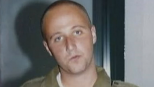 Ben Zygier dans son uniforme de Tsahal (Crédit : capture d'écran YouTube)