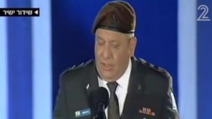 Le chef d'Etat-major Gadi Eisenkot pendant  la cérémonie de Yom HaZikaron, le Jour du Souvenir, au mur Occidental dans la Vieille Ville de Jérusalem, le 10 mai 2016. (Crédit : capture d'écran Deuxième chaîne)