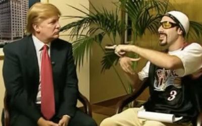 Ali G. (Sacha Baron Cohen), à droite, en train d'interviewer Donald Trump (Crédit : capture d'écran YouTube)