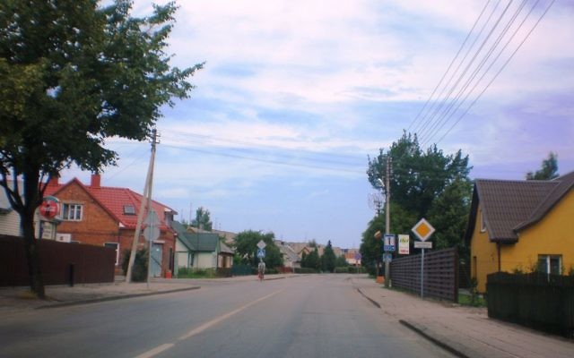Vue d'une rue de la ville de Vilkaviskis (Crédit : Commons.wikimedia)