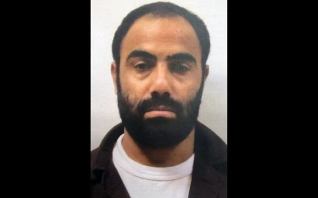 L'agent du Hamas, Mahmoud Atawnah, capturé par les forces de sécurité israéliennes le mois dernier, dans une photo publiée le 5 mai 2016 (Crédit : Shin Bet)