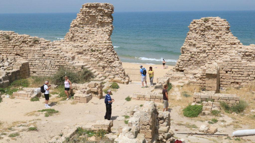Les murs de la citadelle, une forteresse construite après la conquête musulmane du sud d'Israël (Crédit : Shmuel Bar-Am)