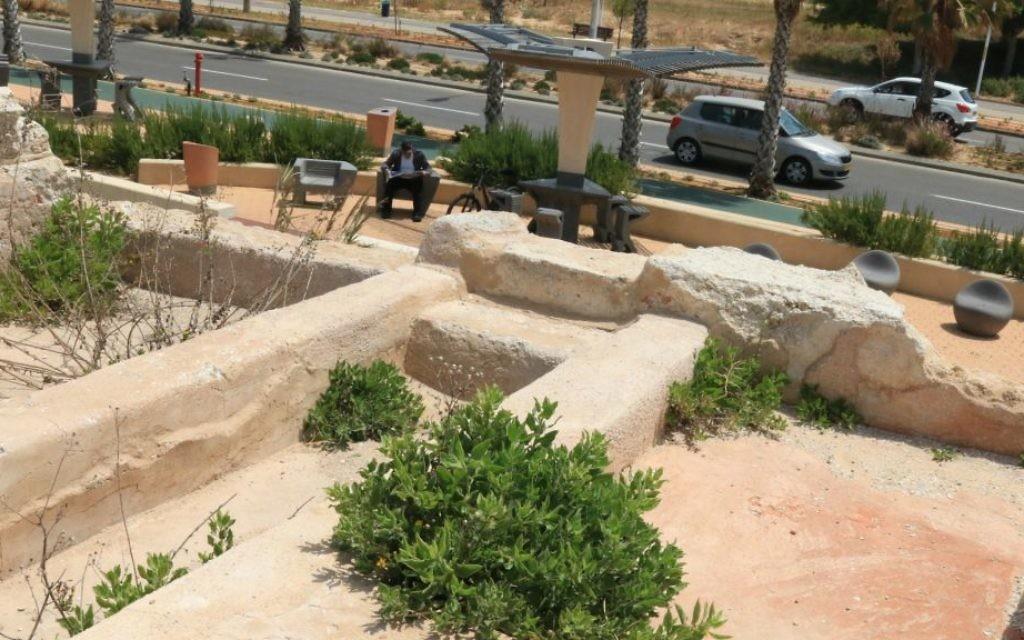 Des tombes familiales datant de l'époque romaine (Crédit : Shmuel Bar-Am)