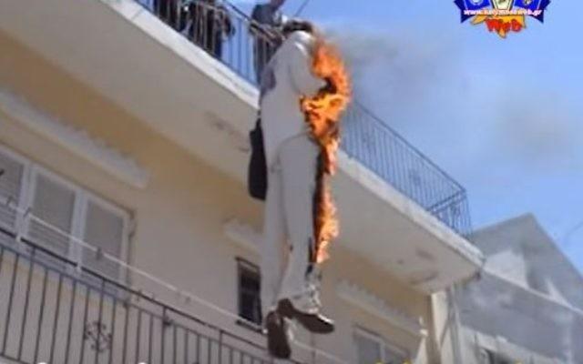 """Photo d'illustration de la cérémonie du """"Judas en feu"""" en Grèce (Crédit : YouTube/Kalymnos KalymnosWeb)"""