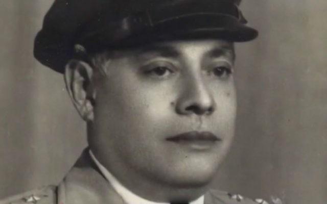 Le diplomate salvadorien Jose Arturo Castellanos, qui a sauvé des dizaines de milliers de juifs européens pendant l'Holocauste en leur délivrant des papiers d'identité du Salvador. (Crédit : capture d'écran YouTube)