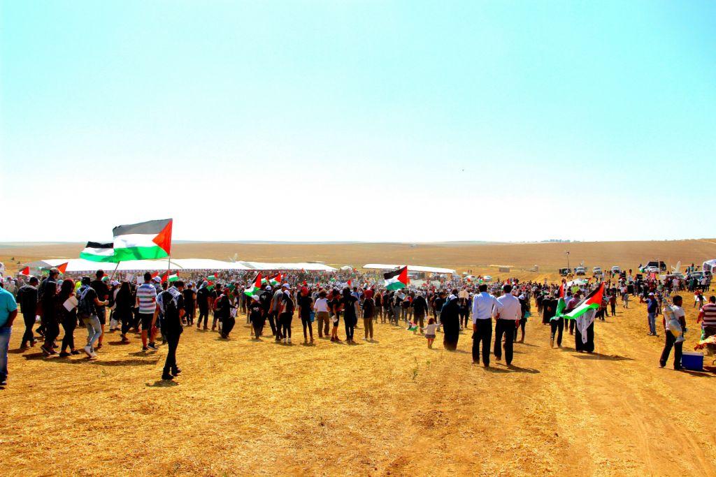 Participants à la Marche du Retour à Wadi Zubalah, le 12 mai 2016. (Crédit : Dov Lieber / Times of Israel)