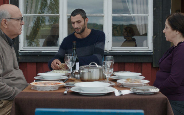 """Scène de « Personal Affairs », le film de Maha Haj sur un couple vieillissant et leurs enfants, vivant à Nazareth, Ramallah et en Suède. Le film est projeté à l'édition de mai 2016 du Festival de Cannes (Crédit : autorisation """"Personal Affairs"""")"""