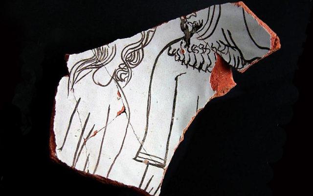 Un fragment de poterie découvert à Teruel et montrant un homme juif (Crédit : autorisation de Sefarad via JTA)