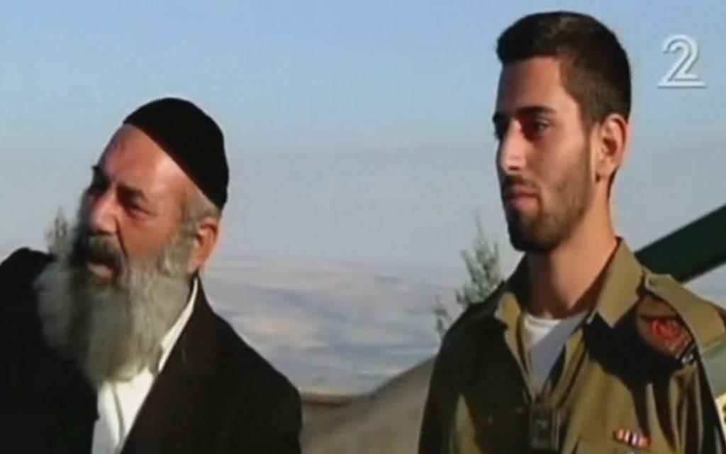 Le rabbin Avraham Sinai (à gauche) et son fils Amos, près de la frontière libanaise. (Crédit : capture d'écran Deuxième chaîne)