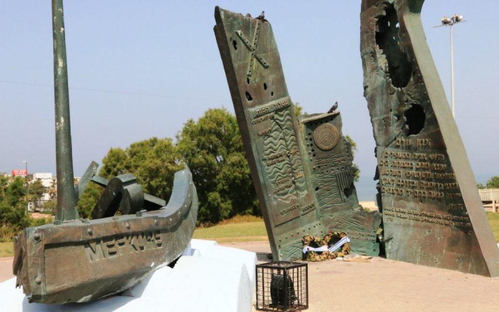 Le Struma Monument Plaza, dédié aux réfugiés juifs tués en mer pendant la Seconde Guerre mondiale (Crédit : Shmuel Bar-Am)