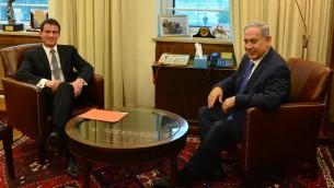 Le Premier ministre français Manuel Valls (à gauche) et le Premier ministre Benjamin Netanyahu, à Jérusalem, le 23 mai 2016. (Crédit : Kobi Gideon/GPO)