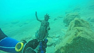 Une figurine de la déesse de la lune Luna découverte à Césarée. (Crédit : Ran Feinstein)