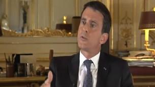Le Premier ministre français Manuel Valls sur la Deuxième chaîne israélienne, le 21 mai 2016. (Crédit : capture d'écran Deuxième chaîne)