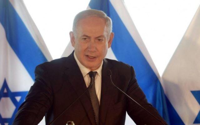 Le Premier ministre Benjamin Netanyahu pendant la conférence de presse annonçant les détails de l'accord de réconciliation entre Israël et la Turquie, à Rome, le 27 juin 2016. (Crédit : Amos Ben-Gershom/GPO)