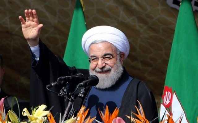 Le président iranien Hassan Rouhani pendant un rassemblement place Azadi [place de la Liberté] à Téhéran pour marquer le 37e anniversaire de la Révolution islamique, le 11 février 2016. (Crédit : AFP/Atta Kenare)