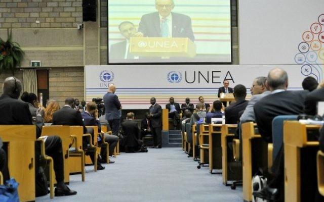 Le secrétaire général adjoint des Nations unies Jan Eliasson s'adresse à l'Assemblée environnementale des Nations unies à Nairobi, le 26 mai 2016. (Crédit : AFP PHOTO / SIMON MAINA)