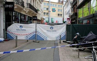 Cette photo montre la zone bouclée sur les lieux d'une alerte à la bombe dans la ville au centre commercial de la rue Neuve dans le centre-ville de Bruxelles, le 21 juin 2016. (Crédit : AFP / Belga / NICOLAS MAETERLINCK / Belgium OUT)