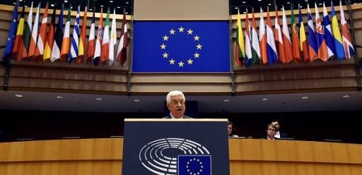 Le président de l'Autorité palestinienne Mahmoud Abbas devant le Parlement européen à Bruxelles, le 23 juin 2016. (Crédit : AFP/John Thys)