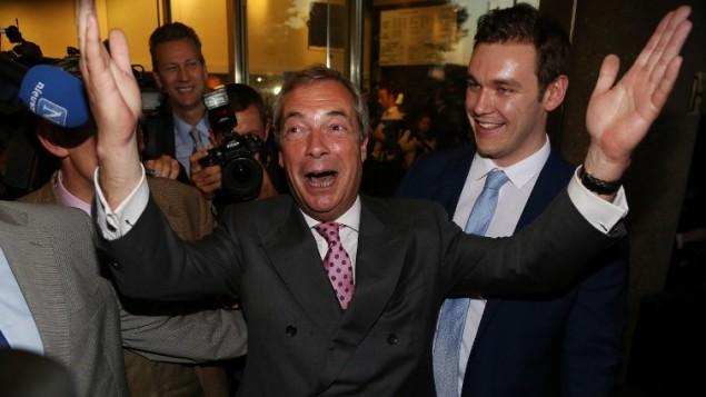Le chef de file du parti du Royaume Uni pour l'indépendance (UKIP), Nigel Farage, réagit aux résultats du réferendum, le 24 juin 2016, alors que les résultats indiquent que le Royaume-Unie devrait quitter l'Union européenne (Crédit : AFP PHOTO / GEOFF CADDICK)