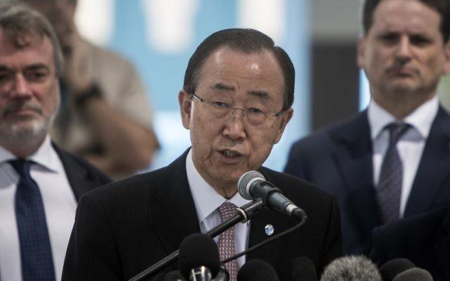 Le secrétaire général de l'ONU Ban Ki-moon s'exprime au cours d'une conférence de presse dans une école des Nations unies à Gaza Ville, le 28 juin 2016 (Crédit : AFP/Mahmud Hams)