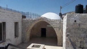 Le tombeau de Joseph, à Naplouse. (Crédit : keveryosef.org)