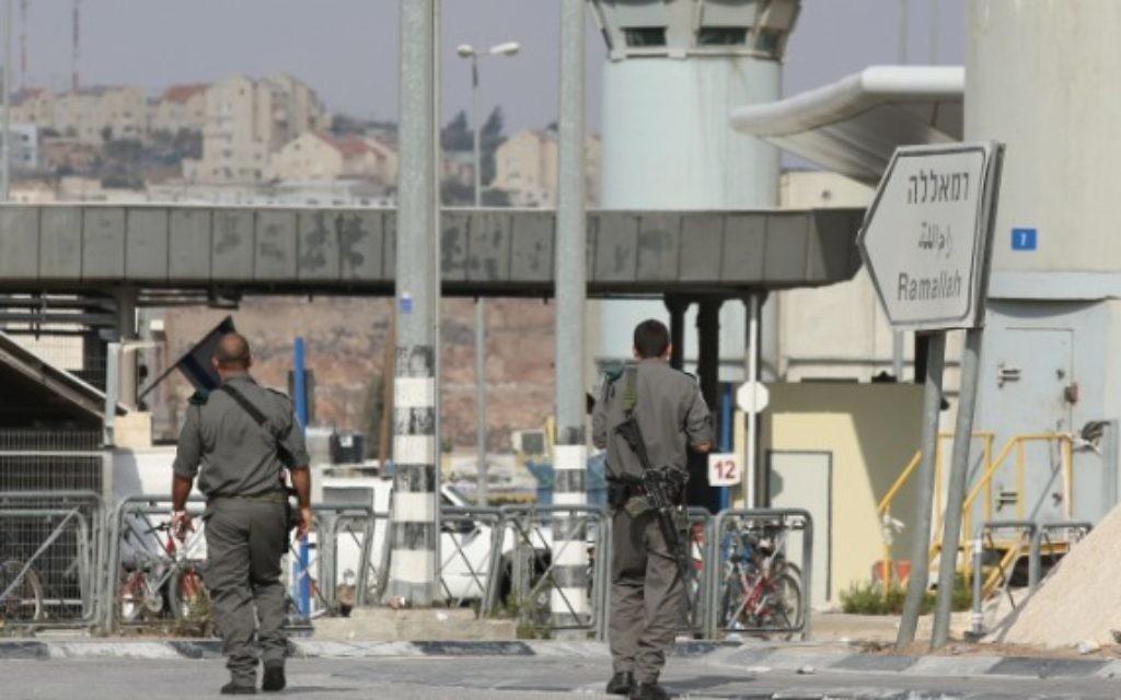 Une terroriste palestinienne qui a tenté de poignarder des soldats tuée