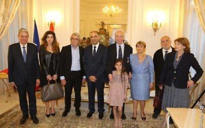 Les récipiendaires de l'Ordre du mérite tunisien Claude Nataf, Serge Moati, Michel Boujenah à l'ambassade de Tunisie (Crédit : Page Facebook Moché Lewin)