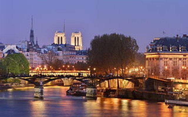 Le pont des Arts et le pont Neuf de Paris, en avril 2010. (Crédit : Benh LIEU SONG — Travail personnel, CC BY-SA 3.0, via WikiCommons)