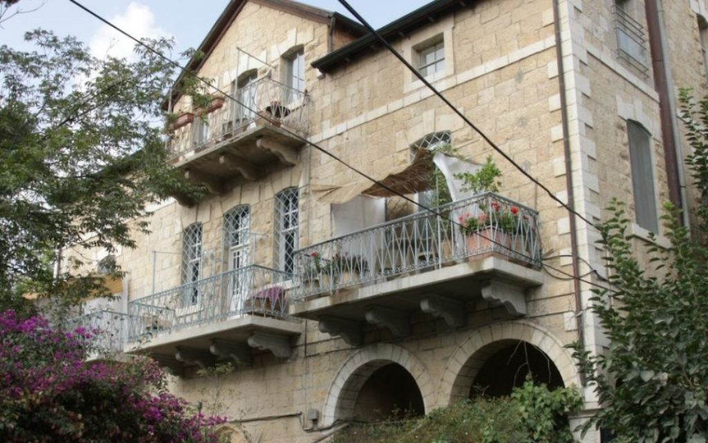La Maison Francis a été construite à la fin du 19e siècle, bien que ses étages supérieurs aient été ajoutés plus tard (Crédit : Shmuel Bar-Am)