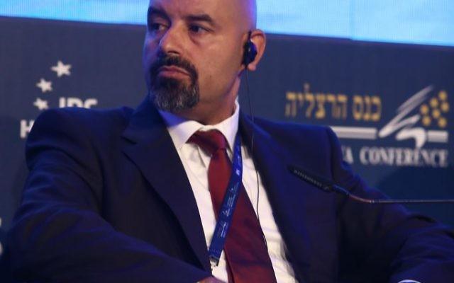 L'ambassadeur jordanien sortant en Israël Walid Obeidat lors de la Conférence d'Herzliya le 16 juin 2016 (Crédit : Adi Cohen Zedek)