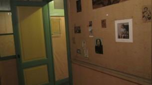 L'ancienne chambre d'Anne Frank dans l'Annexe, le coeur du musée de la maison d'Anne Frank à Amsterdam, aux Pays-Bas, en 2012. (Crédits : Matt Lebovic / Times of Israel)