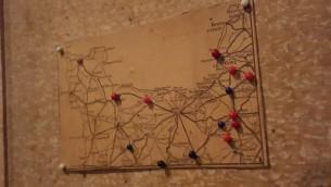 Une carte du nord de la France, sur laquelle Otto Frank inscrivait l'avancée des troupes alliées en juin et juillet 1944, conservée dans l'Annexe du musée de la maison d'Anne Frank à Amsterdam. (Crédits : Matt Lebovic / Times of Israel)