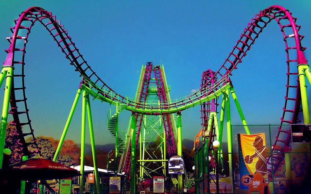 Photo d'une montagne russe d'un parc Six Flags, situé à Mexico (Crédit : Wikimedia Commons BY 3.0)