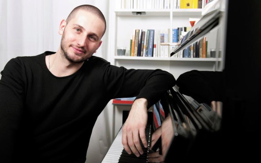 Le pianiste de jazz franco-israélien Jeremy Hababou. (Crédits : Sophie Le Roux)
