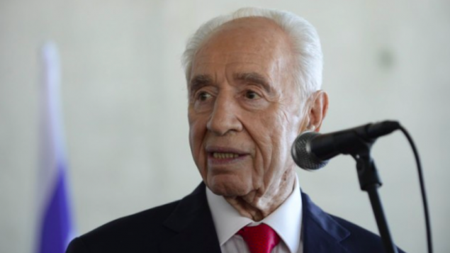 Shimon Peres, le 27 juillet 2015 à Tel Aviv (Crédit : Tomer Neuberg/Flash90)