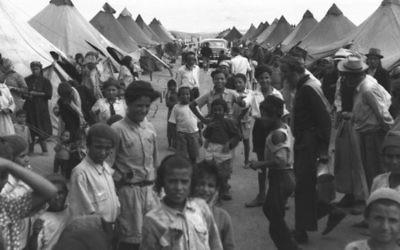 Des immigrants yéménites dans un camp proche d'Ein Shemer, en 1950. (Crédit : Pinn Hans/GPO)