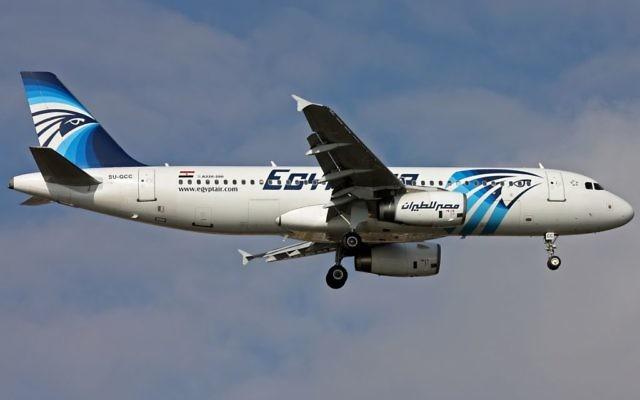 Un avion A320 de la compagnie Egypt Air, le modèle qui a disparu au-dessus de la Méditerranée. (Crédits : Mehmet Mustafa Celik / CC-ASA 4.0 / Wikipedia)