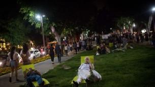 Boulevard Rotschild pendant la Nuit Blanche (Crédit : Miriam Alster/Flash90)