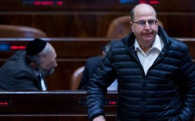 Moshe Yaalon à la Knesset, le 28 mars 2016. (Crédit : Yonatan Sindel/Flash90)