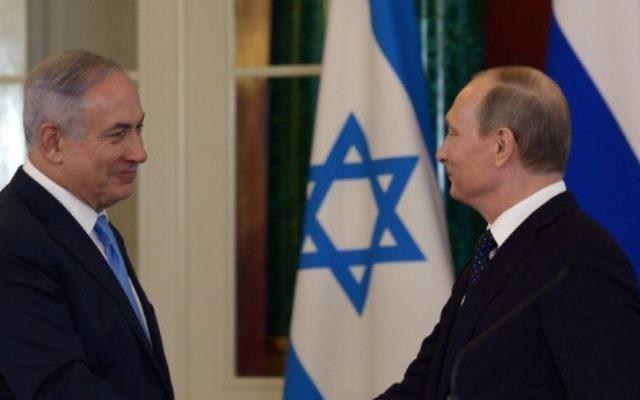 Le Premier ministre Benjamin Netanyahu donne une conférence de presse avec le président russe, Vladimir Poutine, à Moscou, en Russie, le 7 juin 2016 (Crédit : Haim Zach / GPO)