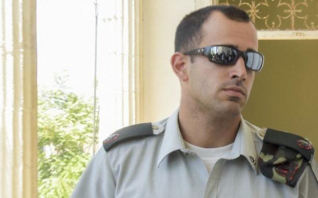 Tom Naaman, officier commandant d'Elor Azaria, arrive à la cour militaire de Jaffa, le 16 juin 2016. (Crédit : Flash90)