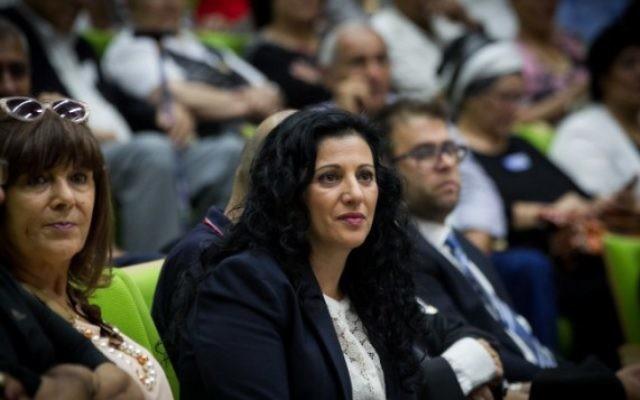 Nurit Koren, députée du Likud, pendant une conférence sur l'affaire des enfants yéménites à la Knesset, le 21 juin 2016. (Crédit : Miriam Alster/Flash90)
